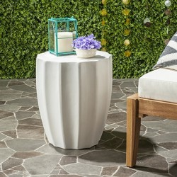 Safavieh Jaslyn Indoor/Outdoor Modern Concrete Round 17.7-inch H Accent Table - Ivory (VNN1010B)