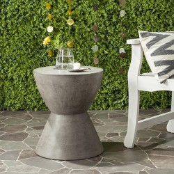 Safavieh Athena Indoor/Outdoor Modern Round 17.7-inch H Accent Table - Dark Grey (VNN1011A)